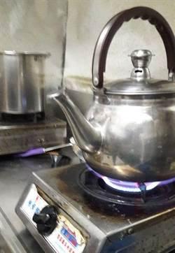 新員工煮水「這樣放」老闆崩潰 網友看了好問號