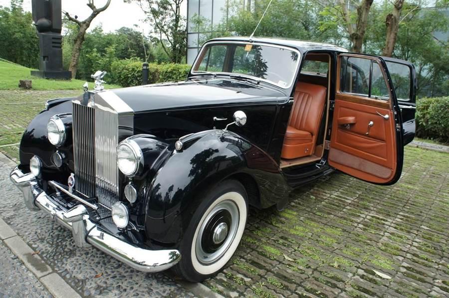 直播拍賣天王連千毅拍賣過英國女皇-伊麗莎白二世的本尊座車。(柯宗緯翻攝)