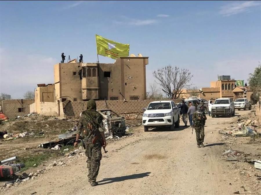美國支援的庫德族民兵組織「敘利亞民主力量」23日宣布,已經拿下敘利亞境內伊斯蘭國最後據點,宣告伊斯蘭國已完全消滅。(路透)
