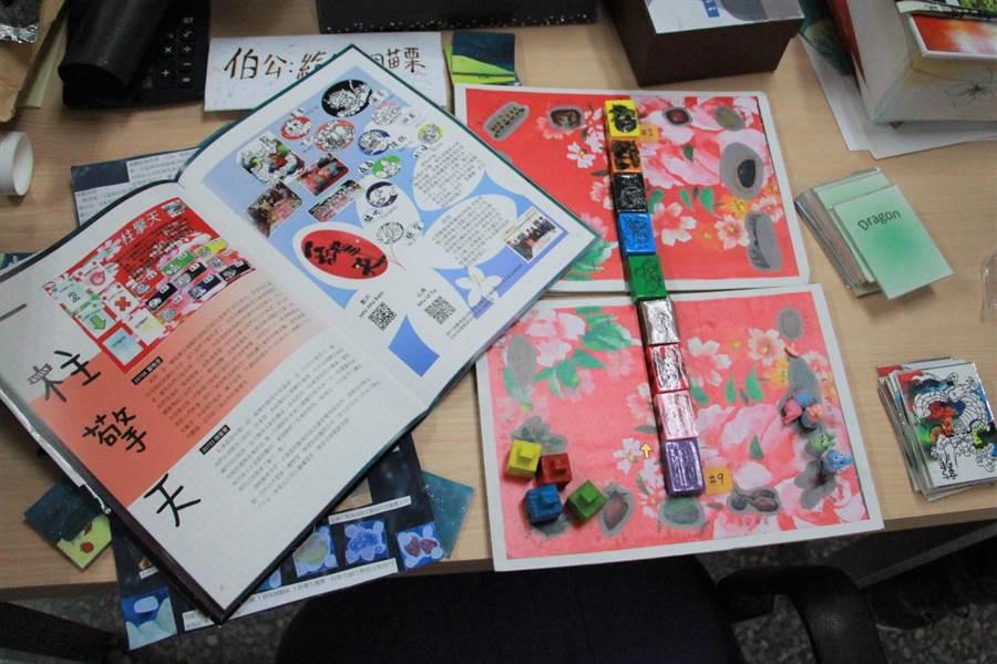 學生透過實際走訪,將所學加入創意發想,設計成桌遊展現所學成果。(何冠嫻攝)