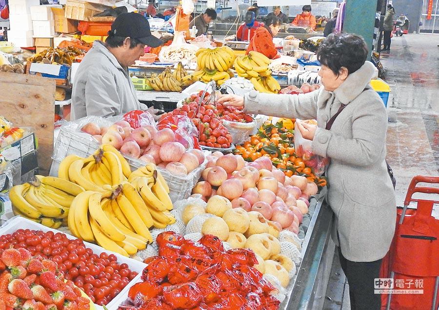 台灣人在大陸,逛菜市場最接地氣。(新華社資料照片)