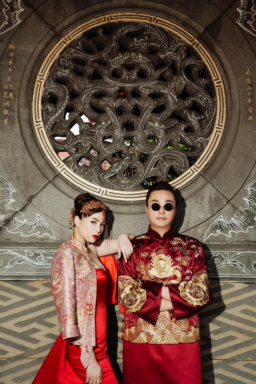 懷舊東方風格,選在保安宮搭配中式風格裝飾,襯托出甜美豔麗風貌。(圖/LinLi Boutique提供)