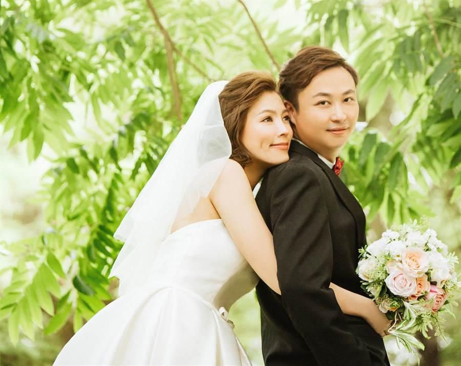 葉映彤與老公拍攝歐美自然風格婚紗照。(LinLi Boutique提供)