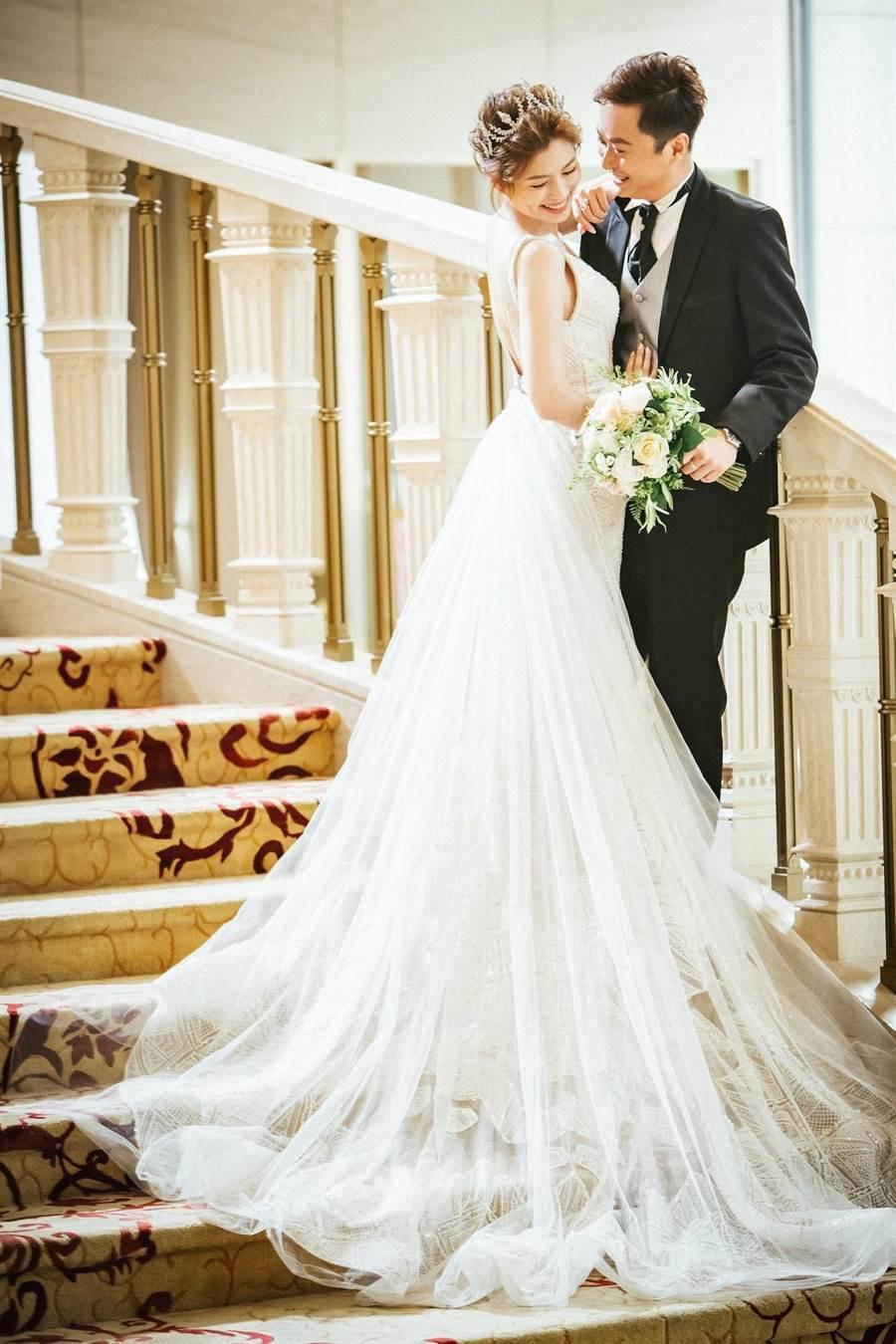 葉映彤與老公拍攝歐式浪漫風格婚紗照。(LinLi Boutique提供)