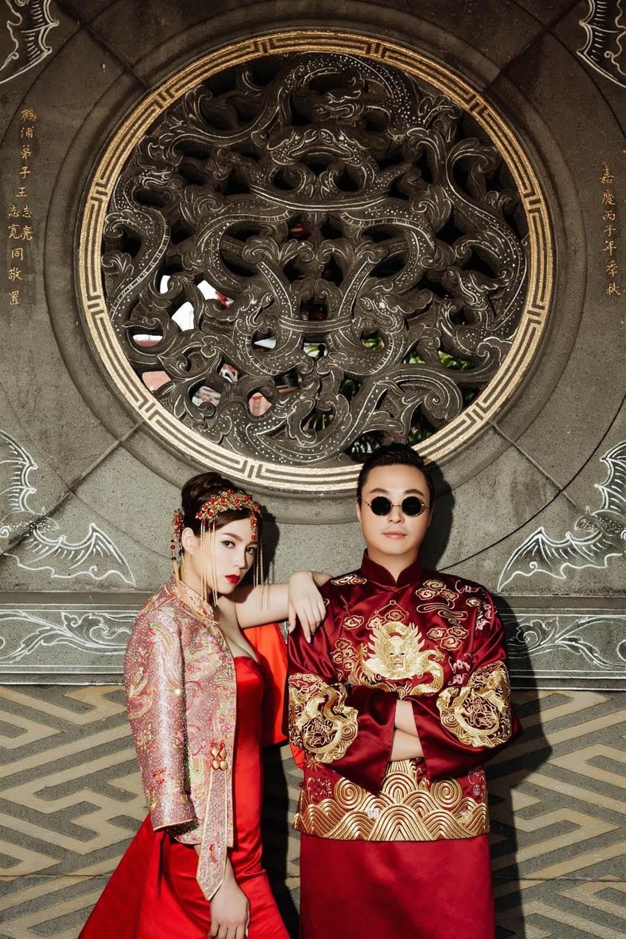 葉映彤與老公拍攝懷舊東方風格婚紗照。(LinLi Boutique提供)