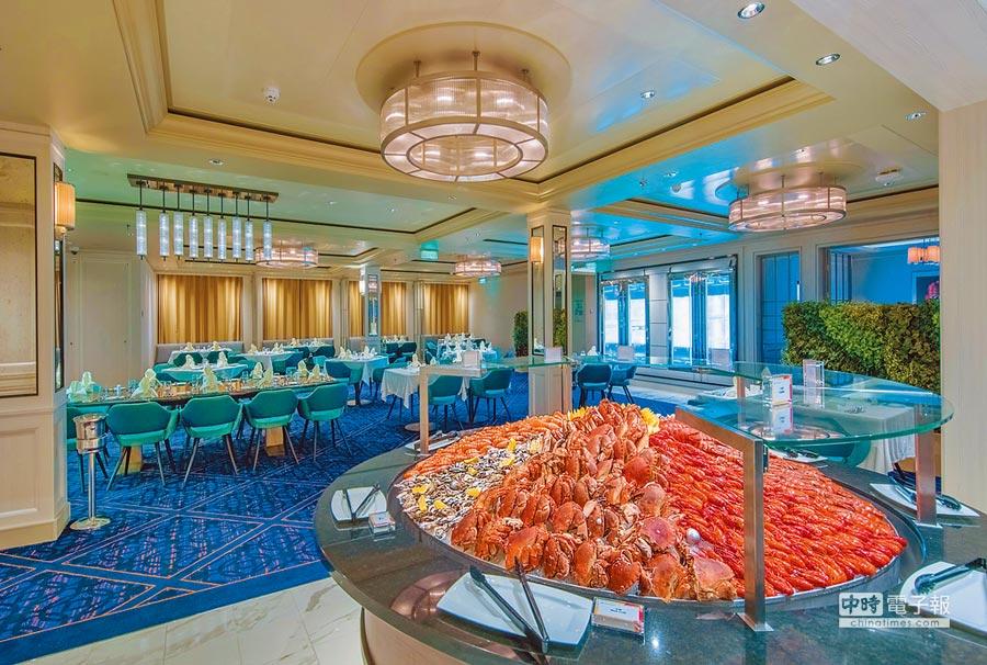 「世界夢號」上的特色餐廳「海珍舫」,提供各式鮮甜美味的海鮮饗宴,是推薦必訪的餐廳之一。(雄獅旅遊提供)