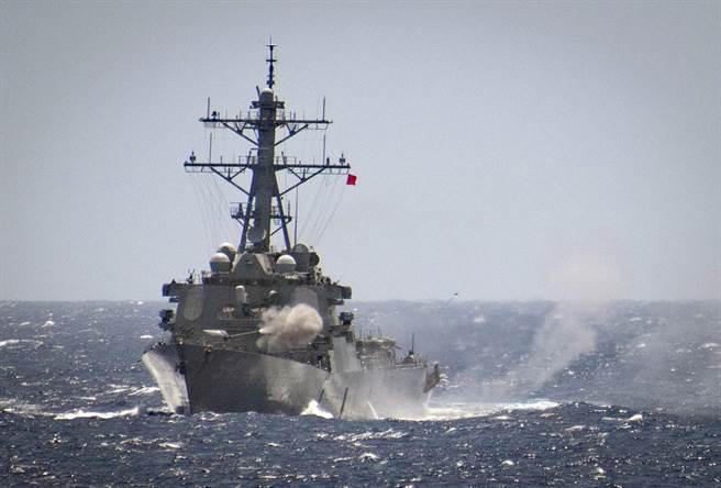 支持台湾 美再派2舰穿越台湾海峡