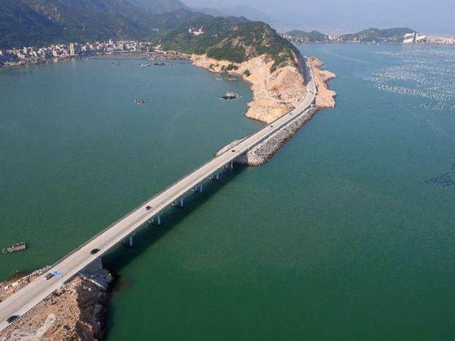 福州市通往黃岐半島的布袋澳大橋,同時縮短了馬祖島與福州的距離。(讀者提供)