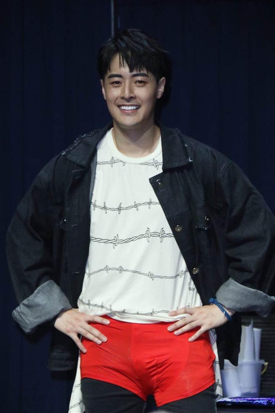 兩人自《大學生了沒》時期就認識,李唯楓也送紅內褲給Wish朱宇謀,祝福他星途順遂。(圖/單純夢想文創提供)