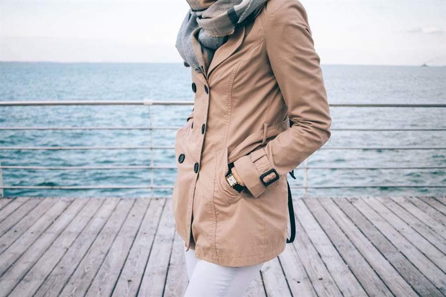 只要稍加綁緊袖帶,就能防止風灌入衣服。(示意圖/達志影像)