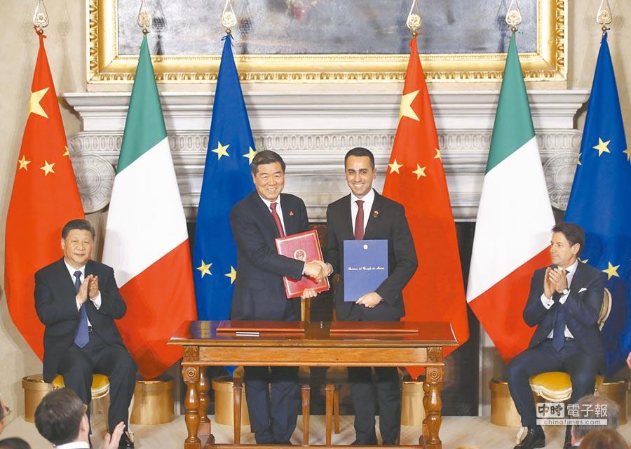 當地時間3月23日,中國與義大利簽署和交換中國流失文物返還等雙邊合作文件。(中新社)