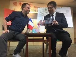 法國人聶可熱愛台南 第一本全英文電子書《台南走走》上線