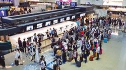 桃園機場啟用 自助行李託運櫃檯區