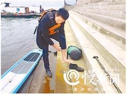 29歲重慶小夥 划槳板6分鐘到班