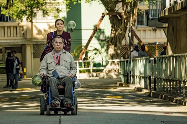 電影描寫黃秋生飾演的身障者和年輕菲傭發展出一段相知相惜的情感。(甲上提供)
