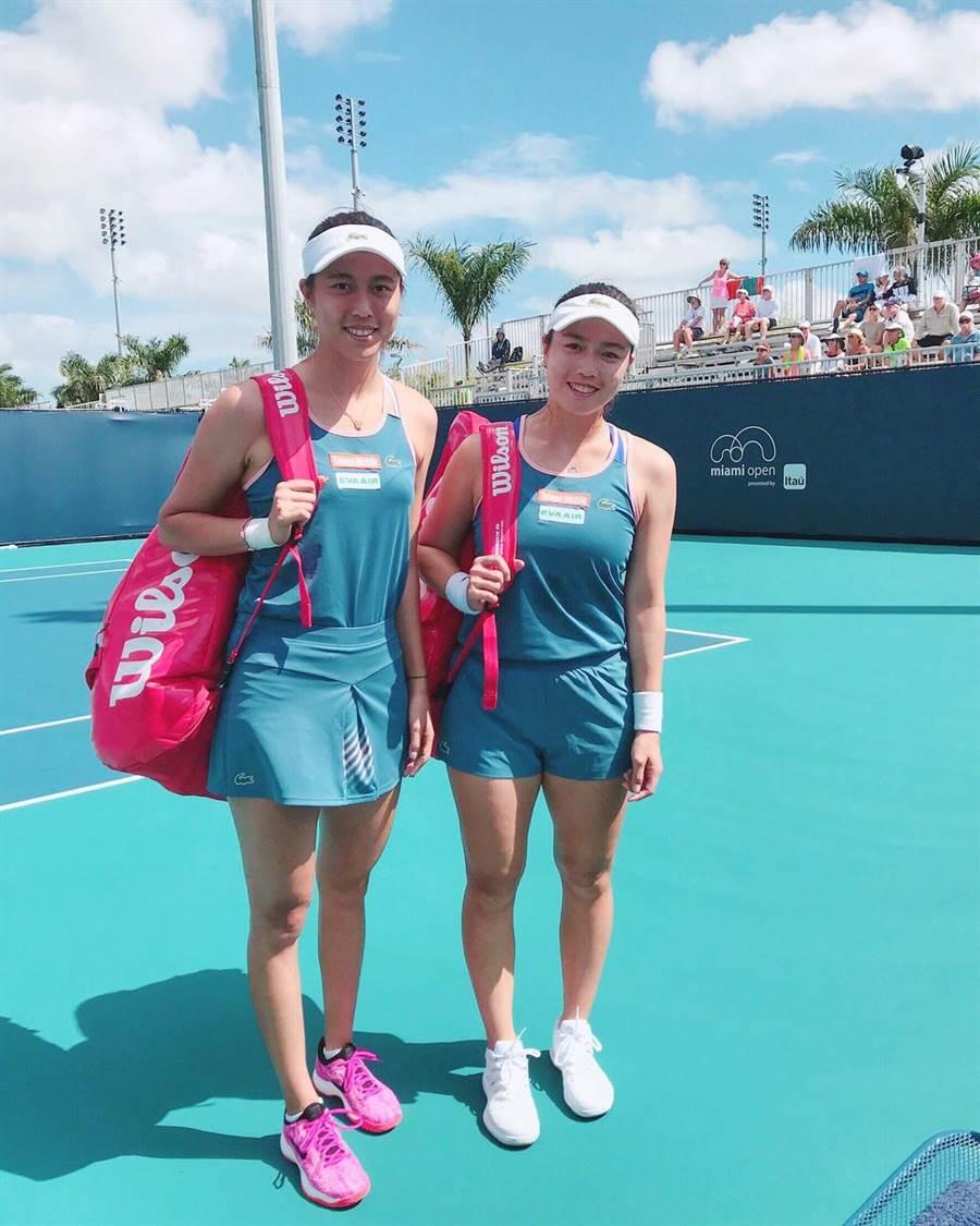 詹皓晴(左)、詹詠然(右)連續2年打進邁阿密公開賽女雙八強。(劉雪貞提供)