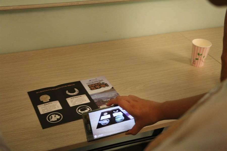 台南藝術大學團隊運用虛擬實境技術,重現大坌坑文化時期先民從事漁撈、工藝、農耕、飼養小狗等生活樣貌。(劉秀芬翻攝)