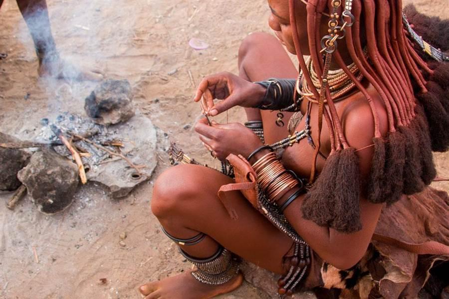 辛巴族是世界上為數不多的原始土著人。(圖/達志影像)