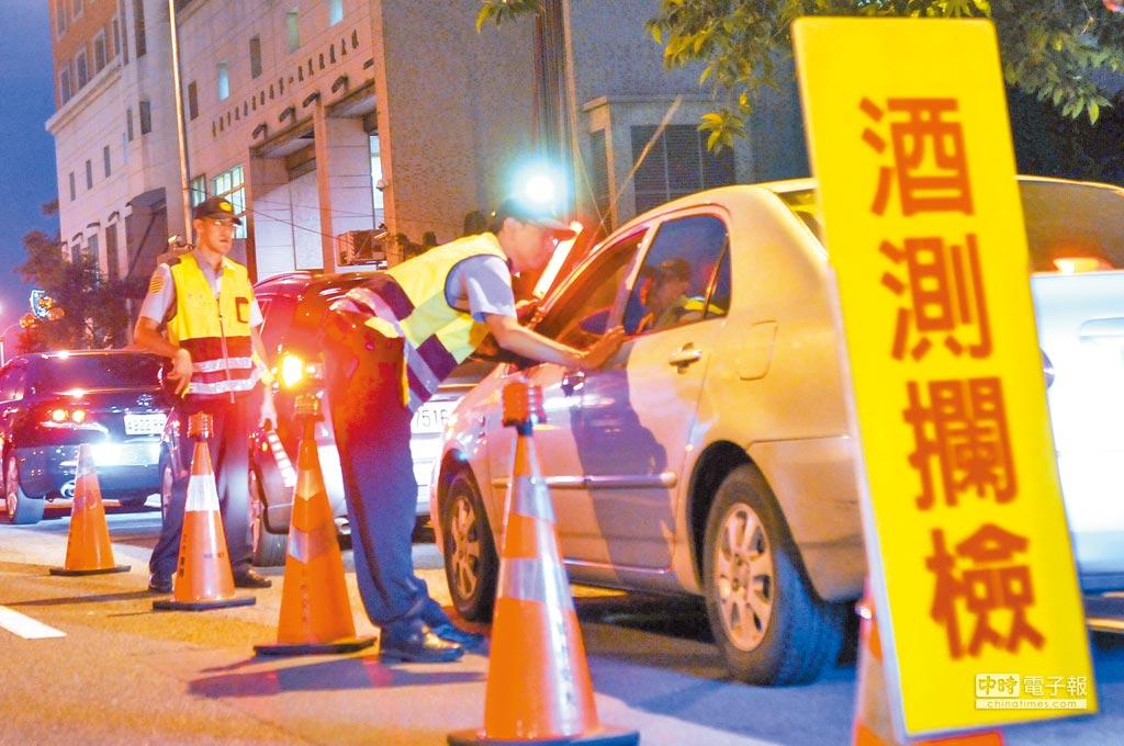 酒駕修法三讀版本將汽機車罰則分流,加重罰鍰。    (本報資料照片)