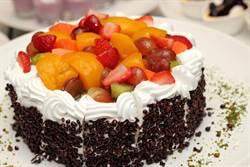 兒時蛋糕必吃!超奢侈「金黃配料」網推爆