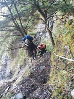 山路險峻 秀姑巒山失蹤者遺體尋獲下山