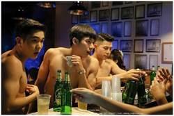 這裸男酒吧夠狂 照片曝光網驚:絕不能帶女友去