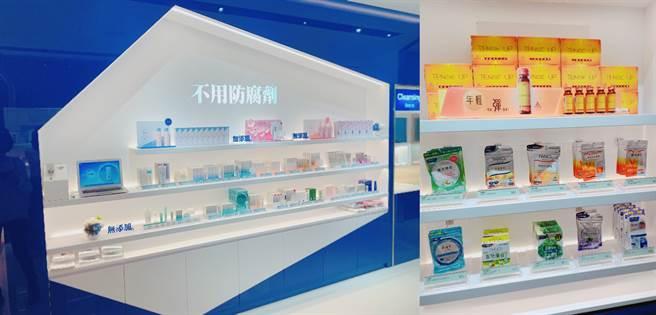 外用護膚跟內服的營養補充品全都有的商品展示區。(圖/編輯攝影)