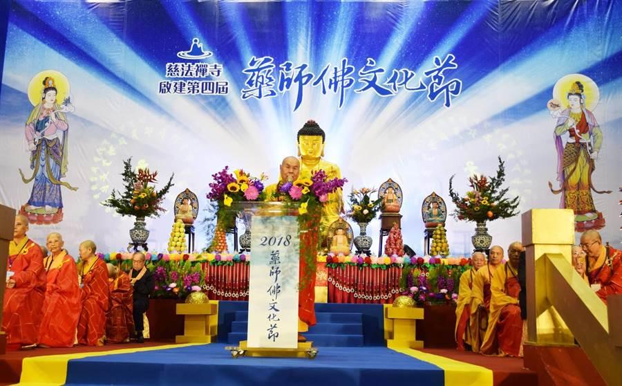 靈泉禪寺驚爆退休老方丈晴虛法師與女尼同遊日本時,竟共住一室。(翻攝自中國佛教會臉書)