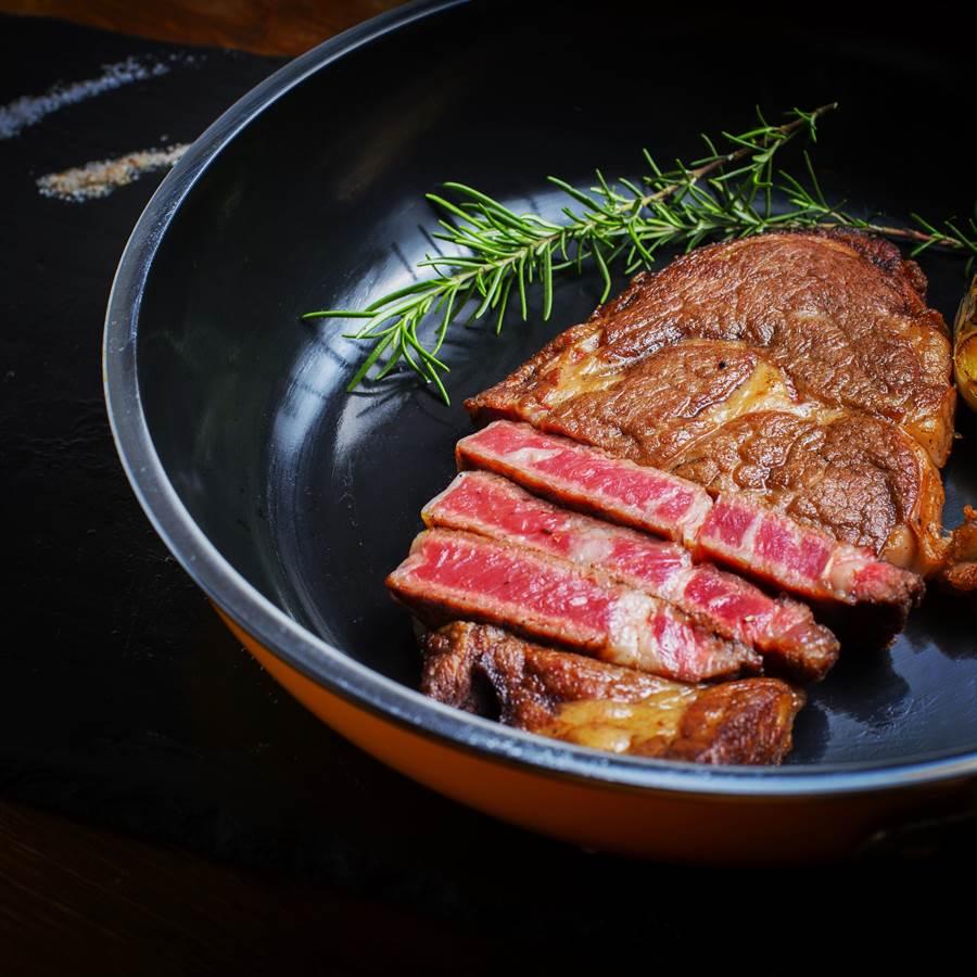 美國肉協舉辦的「美國牛排月」今(3/27)天正式開跑,牛排控到指定牛排館享受美國牛排可參加抽獎。(圖/美國肉協)