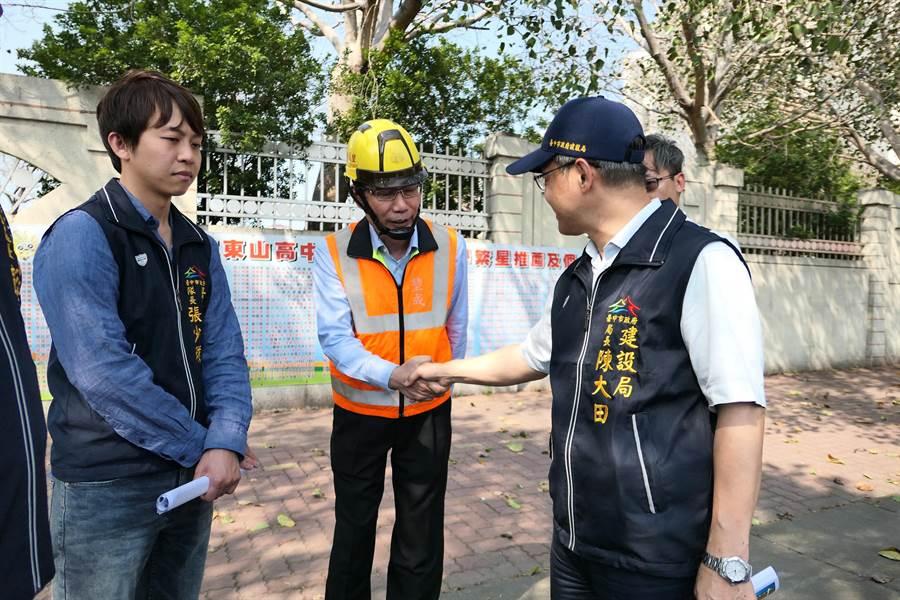 台中市府針對干城商業區展開路平、人本友善無障礙環境、自行車道綠色路網改善。(盧金足攝)