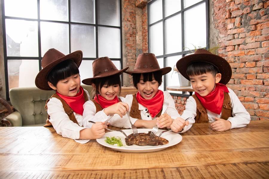 為了讓牛排控更深入了解不同部位美牛的特色,「美國牛排月」今年請到4個小牛仔介紹美牛特色。(圖/美國肉協)