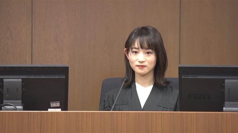金子茉由在法庭上的模樣,清純笑容擄獲粉絲的心(圖翻攝自/mudainodocument)