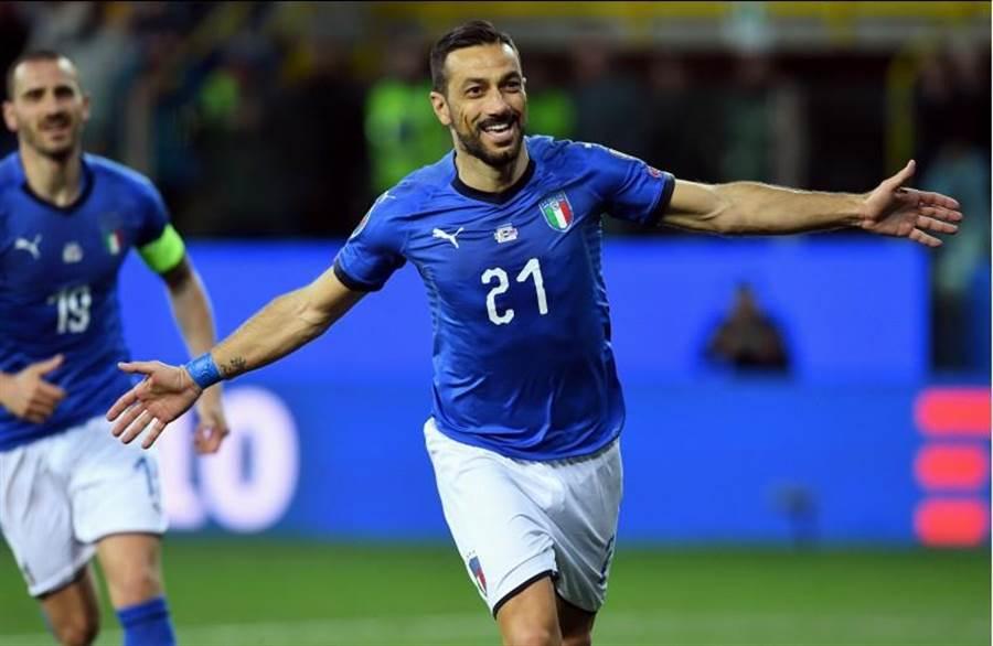 夸利亞雷拉對列支敦斯登罰進兩球,帶領義大利6球大勝。(路透)