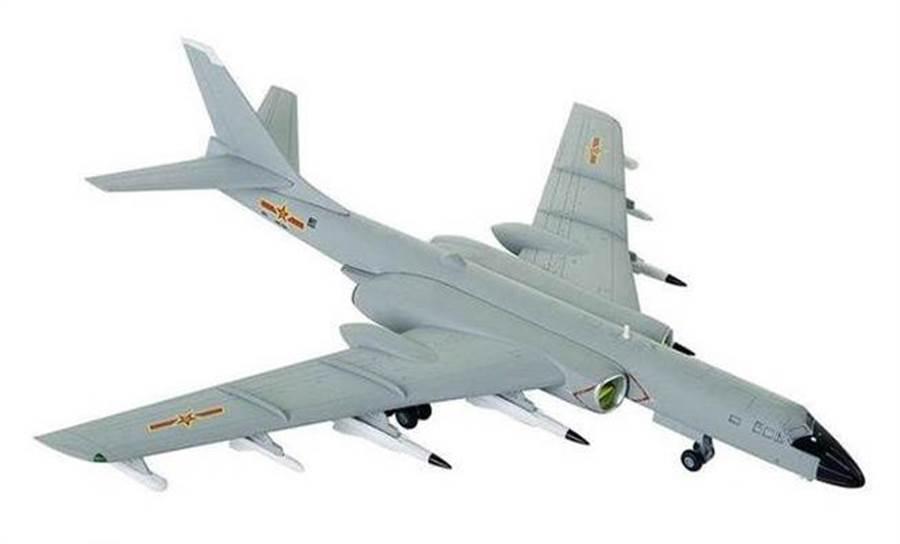 解放軍海軍轟-6KH模型。(網路)