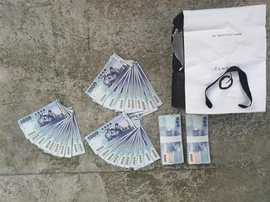 警方取回現金23萬元。(巫靜婷翻攝)