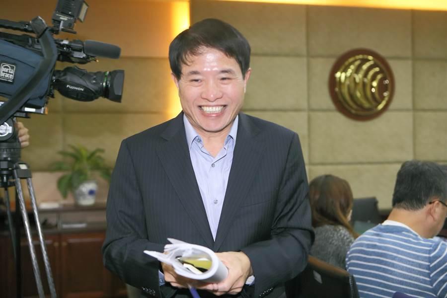 NCC發言人翁柏宗(如圖)表示,委員認為中天新聞台報導特定政治人物比例過高,頻頻遭民眾投訴,對單一新聞台做出7種處分,創下歷史紀錄。(資料照片 張鎧乙攝)
