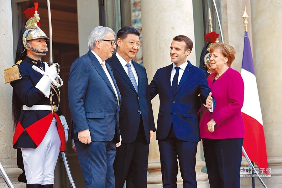 大陸國家主席習近平(右三)昨與法國總統馬克洪(右二)、德國總理梅克爾(右一)及歐盟委員會主席容克舉行會談,商討陸歐關係。(路透)