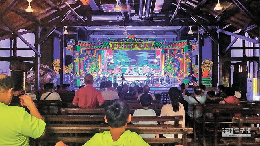 「五洲園今日掌中劇團」30日將於鹽水永成戲院上演《賊頭兒曾切》、《竹篙鬥菜刀》兩場戲碼。(台南市文化局提供)