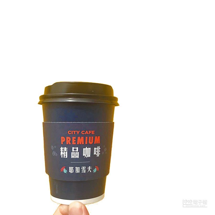 7-11今(27日)上市衣索比亞耶加雪夫精品咖啡,中杯80元,第2杯享半價。(7-11提供)