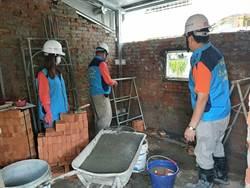 破舊老屋遭祝融 泥水工程師傅當志工修繕
