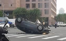 夫妻緊跟開道警車 送女嬰就醫卻翻車了