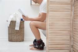 男人1年花7小時在廁所 背後原因超心酸