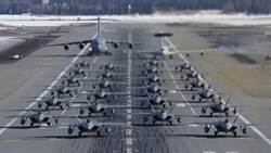 擦掌備戰!美24架F-22大象漫步秀拳頭