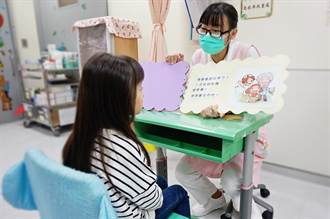 護理師自創繪本說故事 孩童不再怕打針