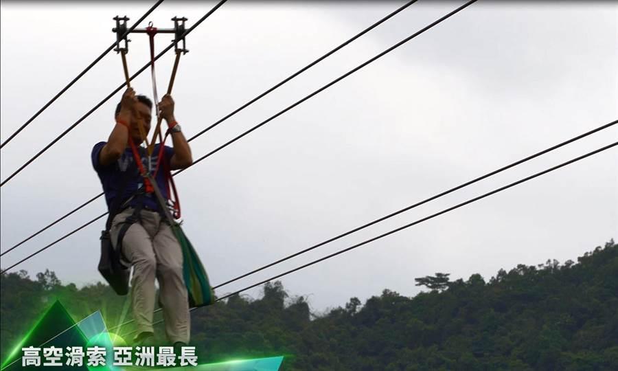 在呀諾達雨林文化旅遊區,千萬不能錯過海南最長「高空滑索」。(攝影/沈弘欽)