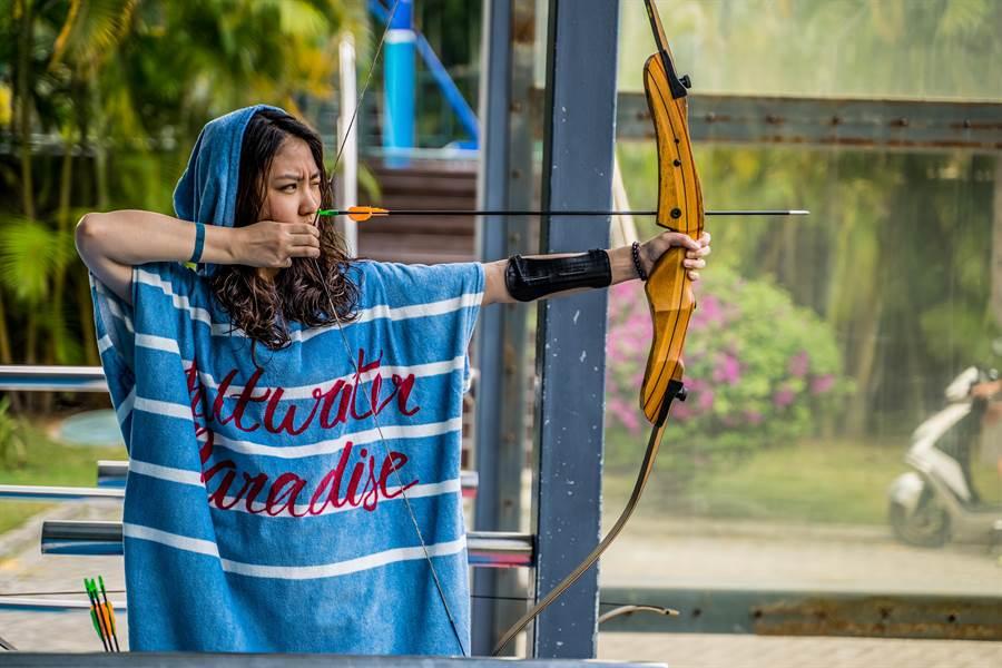大人小孩皆能體驗射箭。(攝影/沈弘欽)