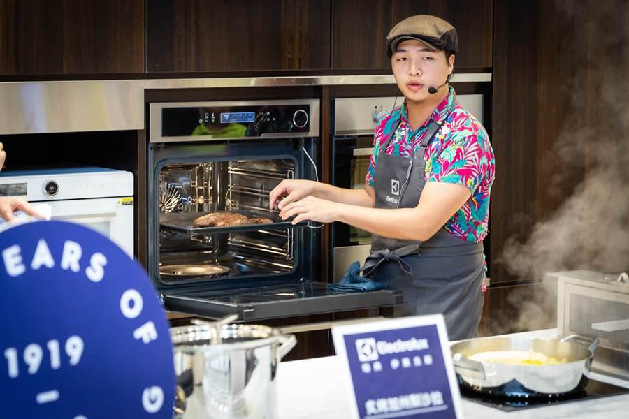 烤箱也能智慧化,透過探針和簡易的設定,輕鬆就能烤出好料理。(袁庭堯攝)