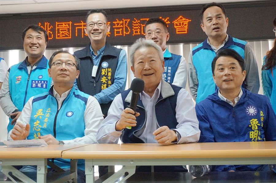 吳志揚(左)改選第二選區立委,而中壢的第三選區則由魯明哲(右)上場。(甘嘉雯攝)