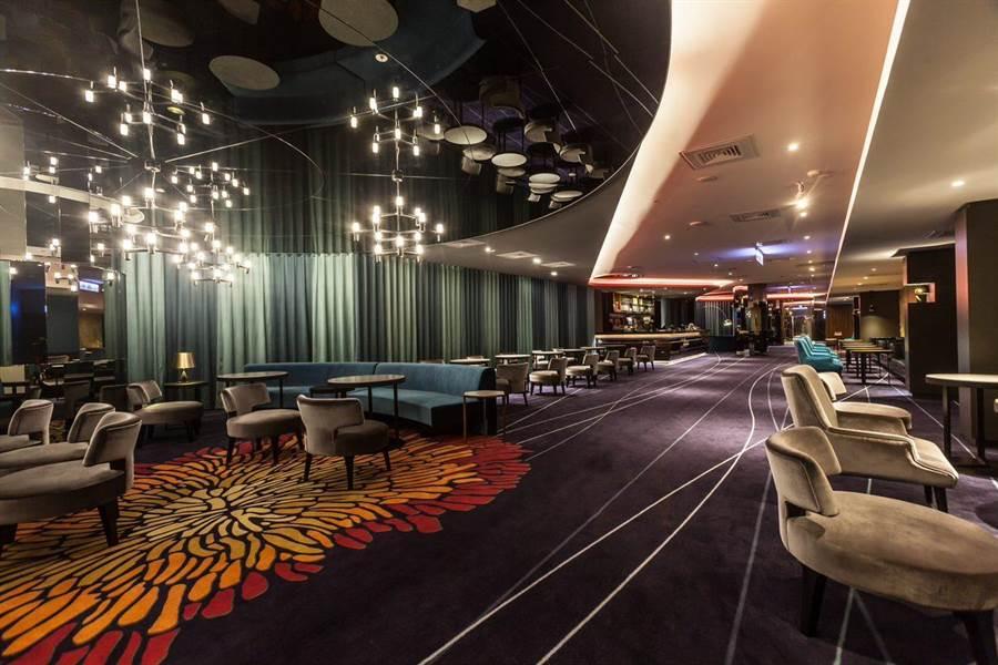 宏匯廣場8至12樓有美麗新影城,包含4個皇家影廳在內共12廳影城。(宏匯廣場提供)
