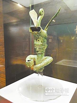 參展的三星堆博物館銅獸首冠人像。